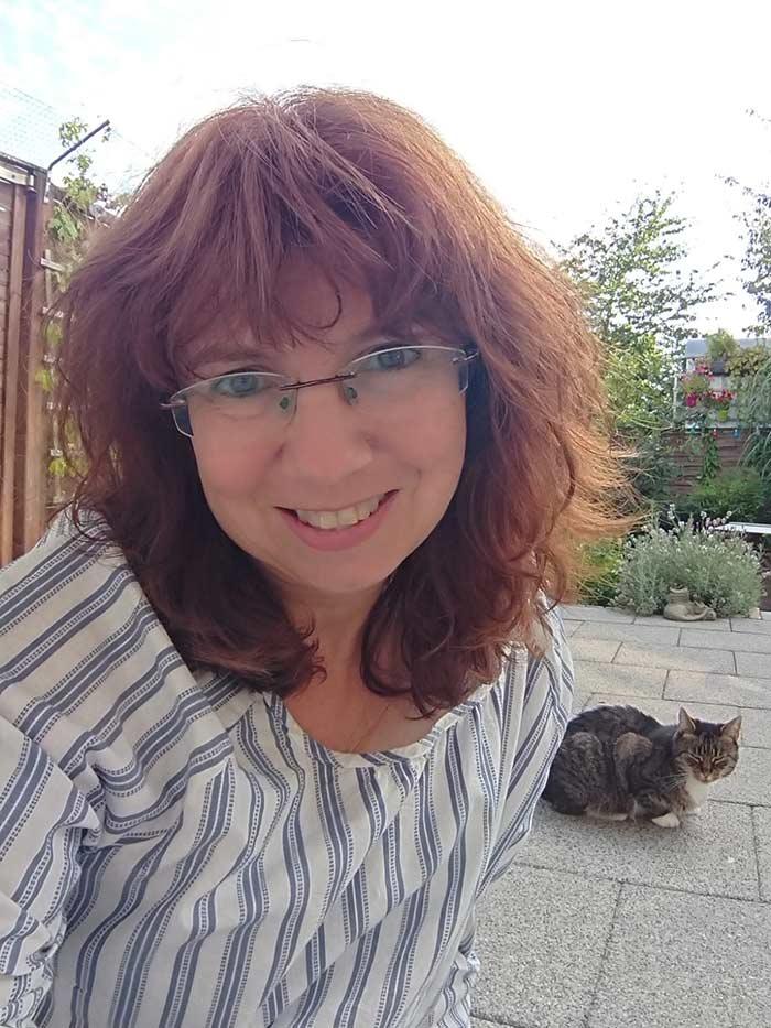 Andrea Claus unterstützt den KIS Ruhr als Fängerin, Pflegestelle und Futterlager.